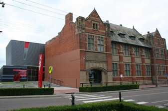 Above: Maitland Regional Art Gallery, photograph taken in 2009 after the second and final stage of redevelopment.